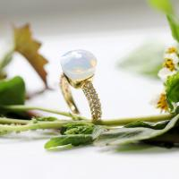 INSPIRED RING IN 18k GOLD WITH WHITE QUARTZ AND DIAMONDS